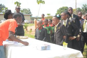 Picture of IITA staff welcoming young students to the Forest Unit Open Day