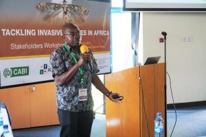 Picture of George Mahuku making a presentation at the Workshop