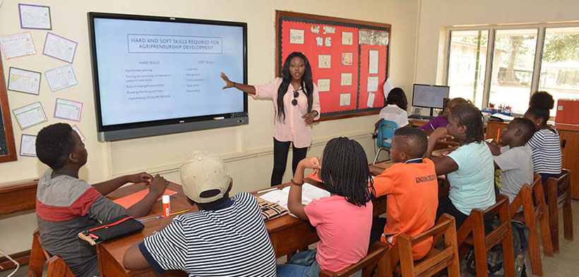Youth Adedamola Adewole training the pupils of IITA International School on agribusiness.